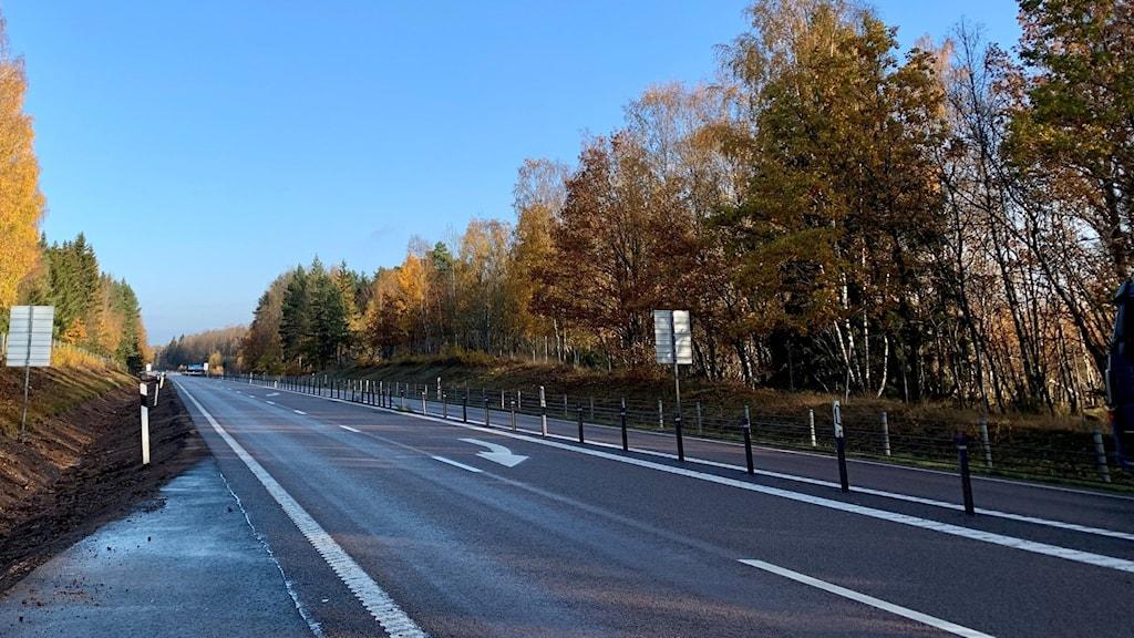 Riksväg 26 mellan Skövde och Mariestad en solig dag.