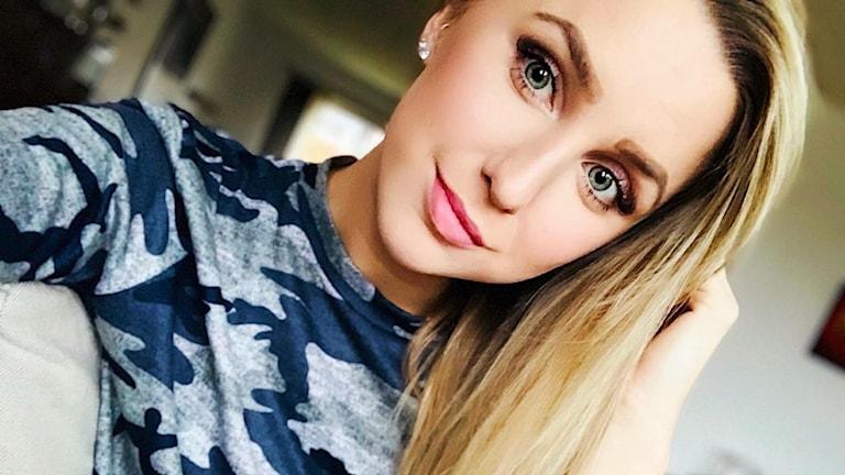 En selfie på Linn Hallstensson, en blond ung tjej.