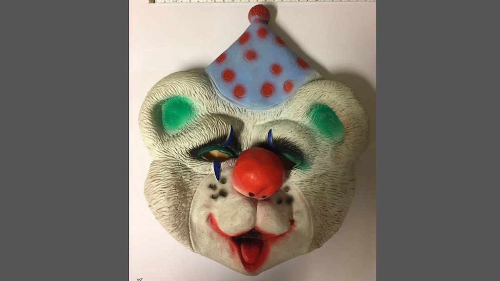 Clownmasken som en elev använde vid en händelse som han nu åtalas för.
