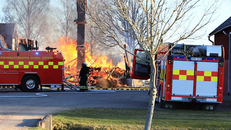 Kraftig villabrand i Götene.