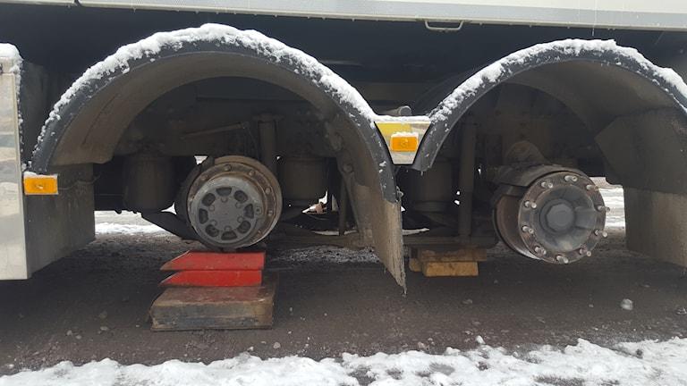 Hjulen stals från tankbilarna.