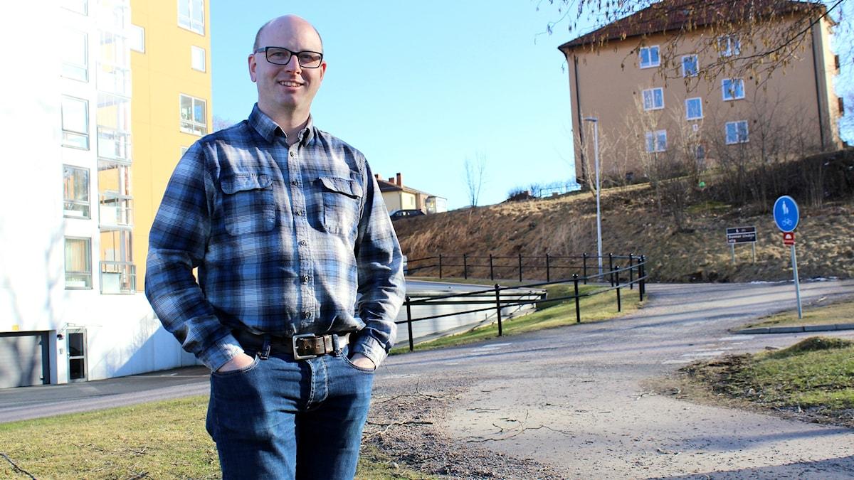 Doktoranden Stefan Ericsson forskar om robotar i jordbruket.