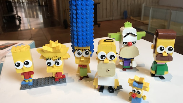 Ett antal figurer i Lego från tv-serien Simpsons.