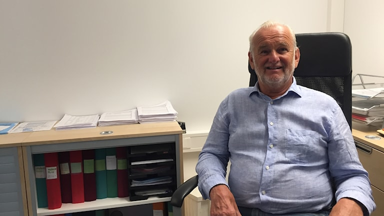Tommy Ögren sitter inne på sitt kontor.