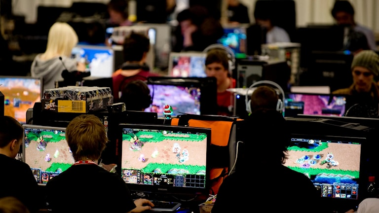 Dataspelande ungdomar