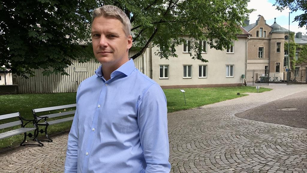 David Einarsson är fastighets- och tillförordnad kyrkogårdschef i Falköping