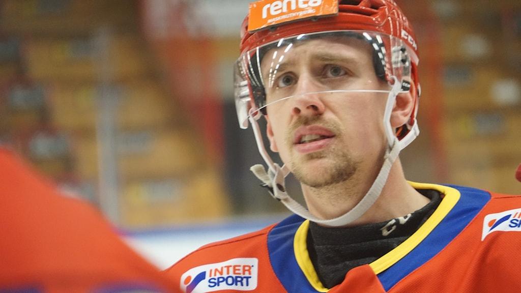 20201206. Alexander Henriksson i Skövde IK var klart besviken efter derbyförlusten.