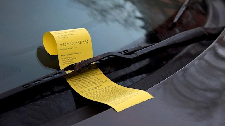 parkeringsbot i vindruta