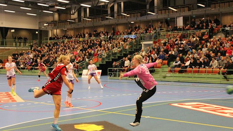 Julia Ehn var en av Skövdes främsta spelare med sina sex mål i förlusten mot Kristianstad.