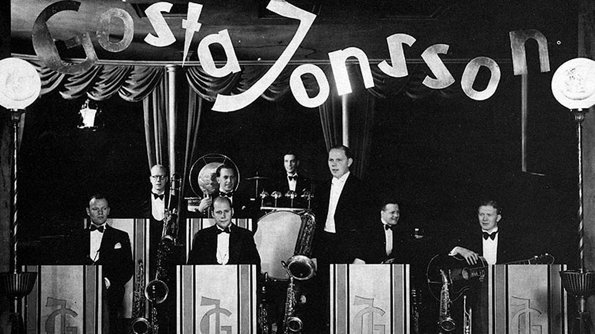 Orkester på podium 1935. Foto: Sonora/Creative Commons