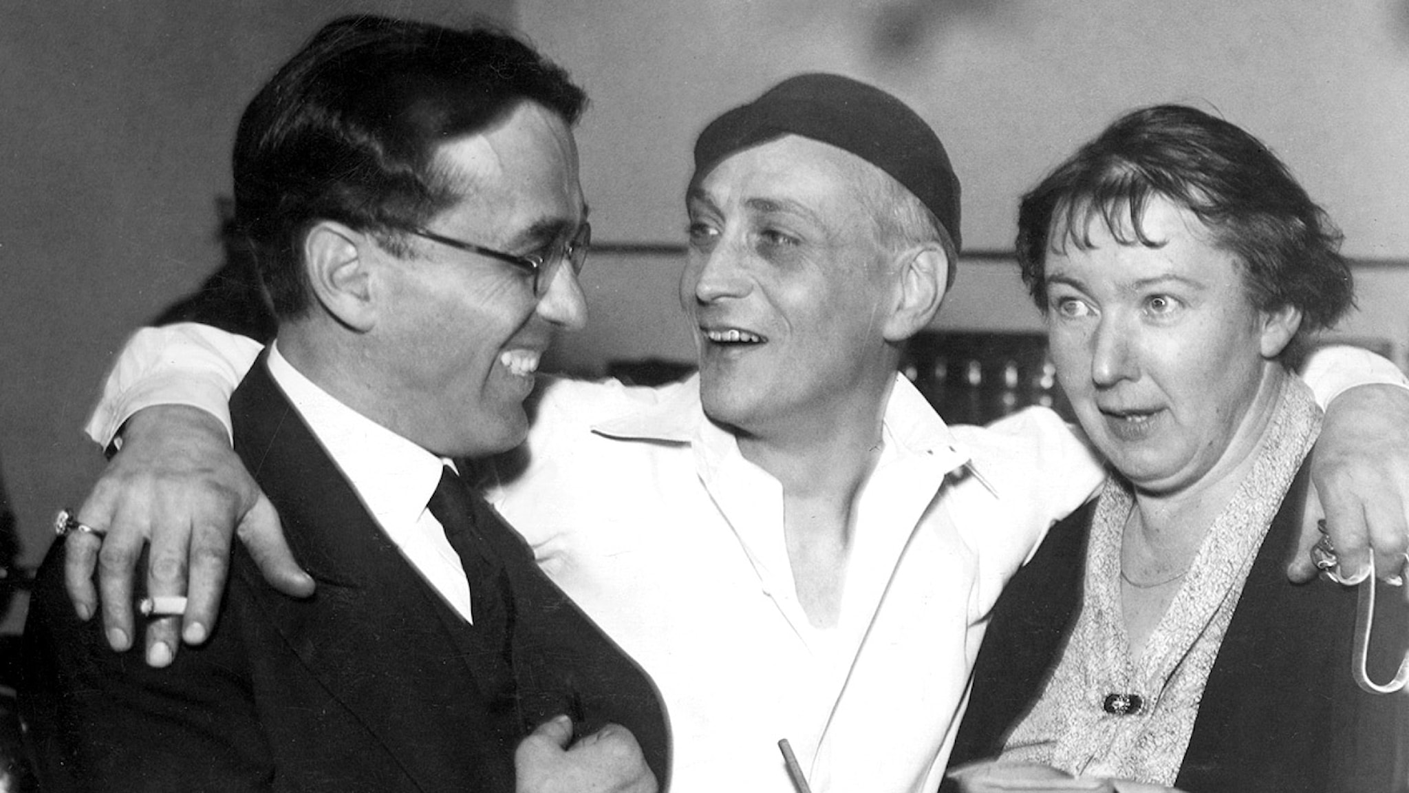 Gösta Ekman d.ä. firar med regissören Georges Pitoeff och Stina Bergman.