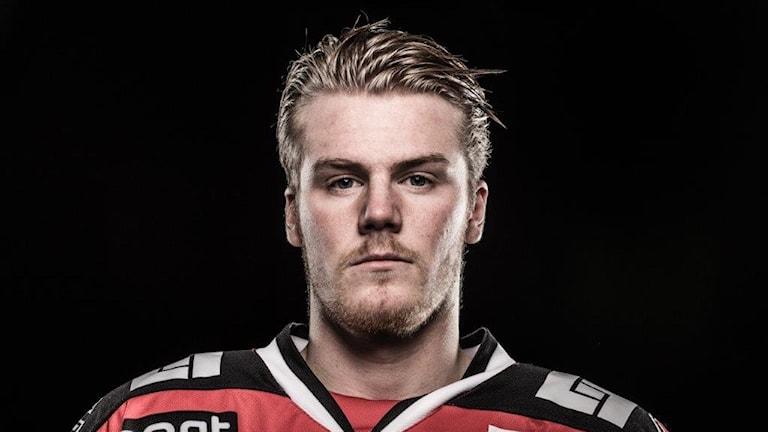 Carl Becker i hockeytröjan.
