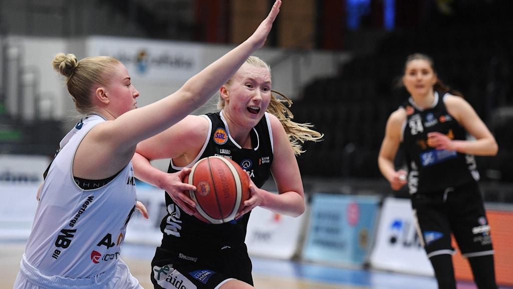 Matilda Ekh gjorde 28 poäng när Luleå Basket förlorade den andra semifinalen mot Umeå med tre poäng.