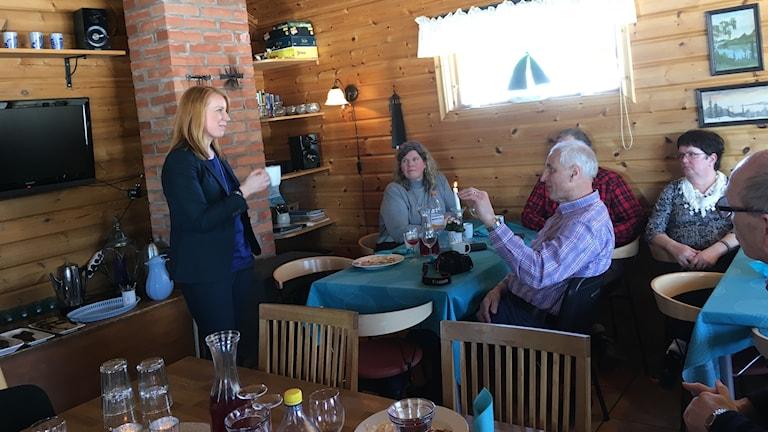 Annie Lööf, partiledare för Centerpartiet, på besök i Älvsbyn.
