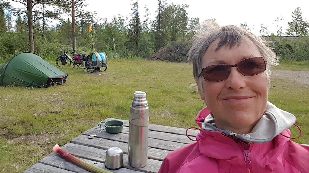 Ulla Hellstrand Tang cyklar från Göteborg till Jokkmokk för att uppmärksamma uppmärksamma diabetikers fötter.