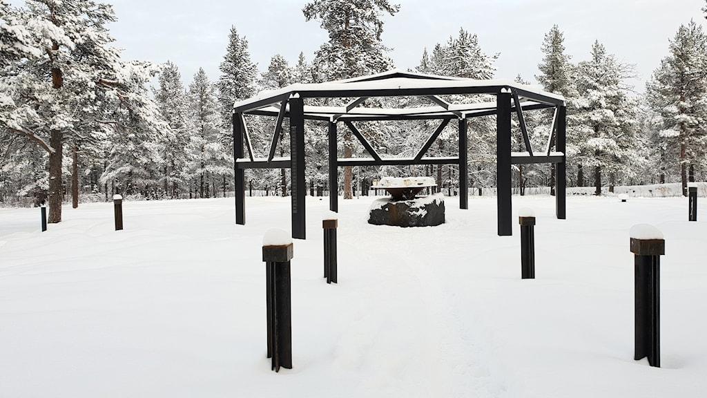 Kiruna pastorat byggde ett öppet kapell på Kiruna kyrkogård, utan tillstånd.