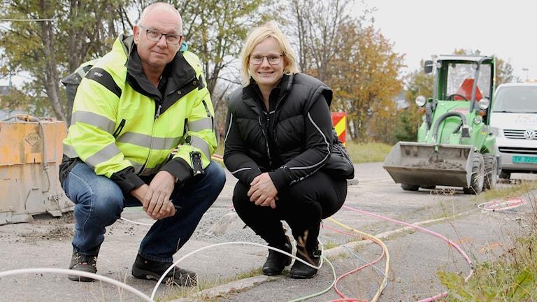 Bernt Hasselström och Evelyn Milz jobbar med utbyggnaden av fibernätet Gironet i Kiruna.