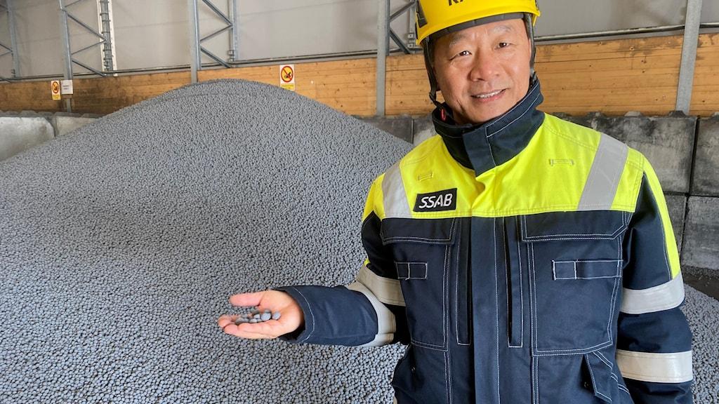 Järnsvamp kan smältas till stål i elektriska ugnar. Den här är producerad i Hybrits pilotanläggning i Luleå.