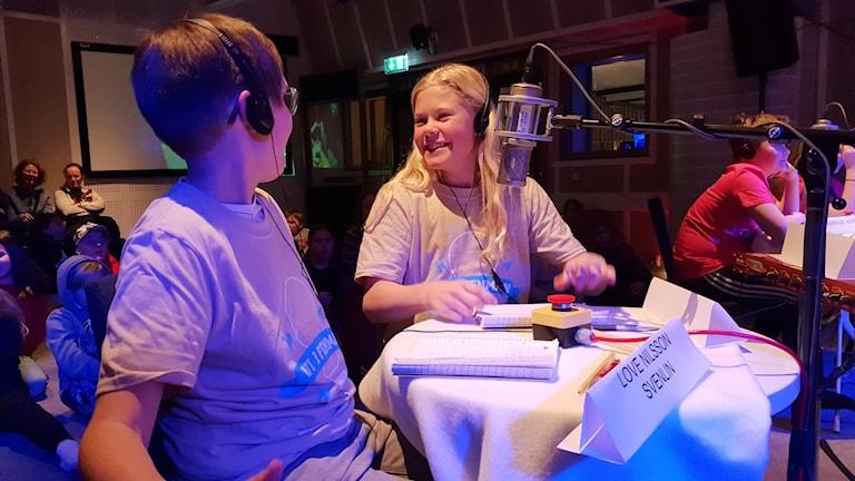 Elvira Marklund och Love Nilsson Svenlin från Norrmalmskolan 5D.