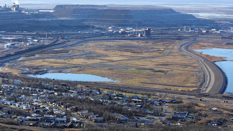 LKAB vill fylla ut den torrlagda delen av sjön Luossajärvi med gråbergsmassor från gruvan.
