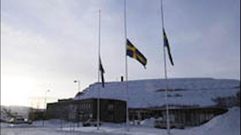 LKAB flaggade på halv stång för den omkomna gruvarbetaren i Kiruna i februai 2008. Foto: Scanpix.