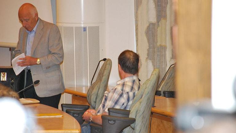 Toni Alldén och advokat Leif Silbersky under hovrättsförhandlingarna.