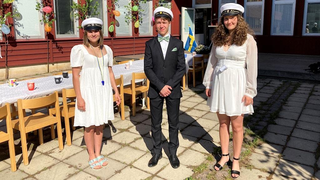 Studenterna Lina Högström Johansson, Alba Westerberg och Vidar Engström.