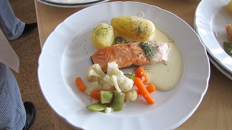 Tallrik med lax och potatis. Foto: Magdalena Martinsson/Sveriges Radio.