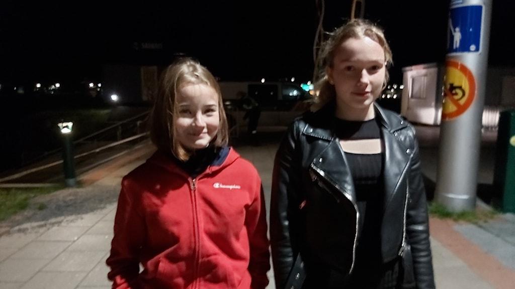 Ortsbor som vandrade över svensk-finska gränsen vid midnatt, när gränsen öppnade igen.