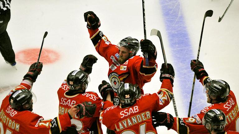 Robin Jonsson och Luleå Hockey jublar. Foto: Alf Lindbergh/Pressbilder.