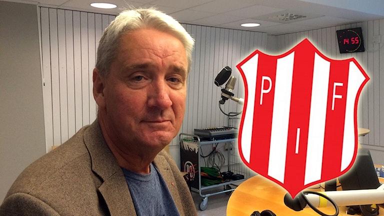 Kent Ögren i radiostudion med Piteå IF:s klubbmärke inklippt.