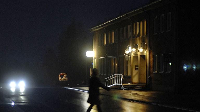 Mörker i Övertorneå efter en dispyt mellan Mikael Styrman, vd för Ekfors Kraft och kommunerna i Haparanda och Övertorneå om elpriset. Arkivfoto: Lars Pehrson/Scanpix