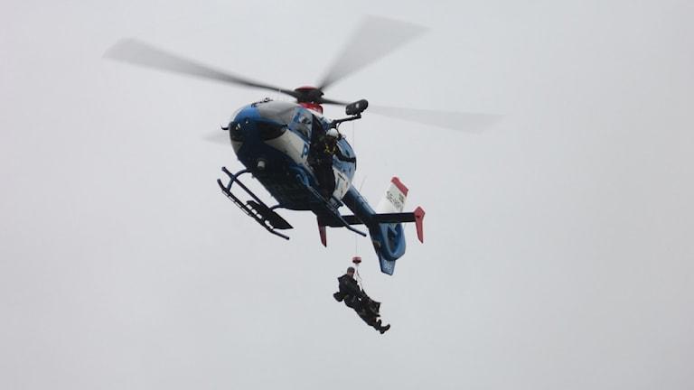 Räddningsaktion, polishelikopter. Foto: Reine Sundqvist/Sveriges Radio