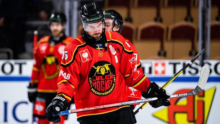 En besviken Niklas Olausson efter final missen mot Frölunda i Champions Hockey League