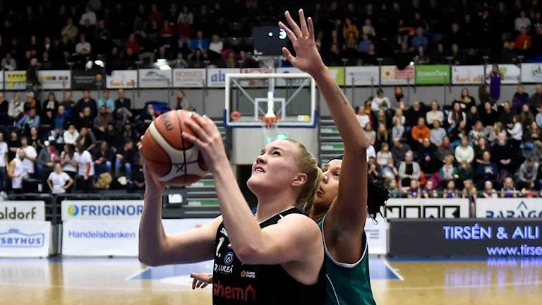Luleå Baskets Allis Nyström mot Eos.