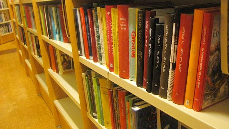 Bokhylla på bibliotek. Foto: Anna Widén/Sveriges Radio