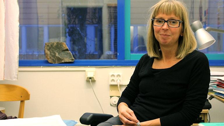Lena Abrahamsson är professor i arbetsvetenskap vid Luleå tekniska universitet. Foto: Alexander Linder/ Sveriges Radio.