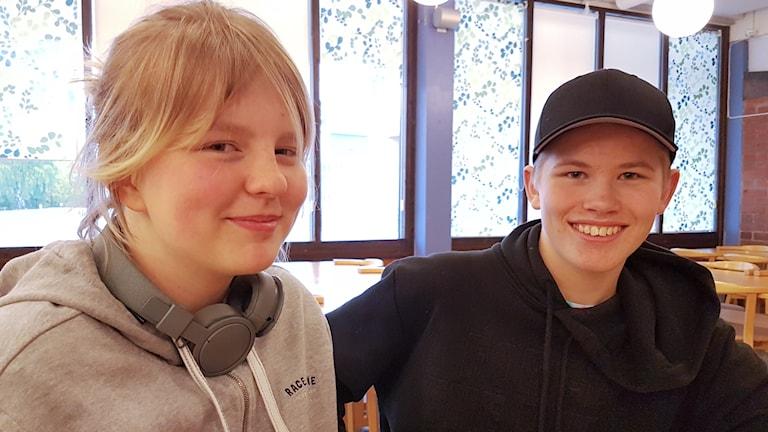 Eleverna Rebecka Hedesand och Gabriel Olovsson går årskurs 9 på Gränsskolan i Haparanda.