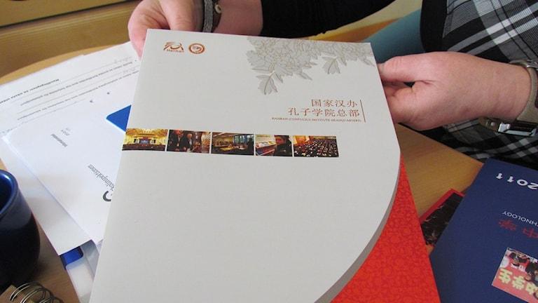 Här är en pärm med information från Konfuciusinstitutet.