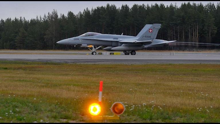 Flygövningen Nordic Air Meet, F18 klart för start på Kallax. Foto: Alf Lindbergh/Pressbilder.