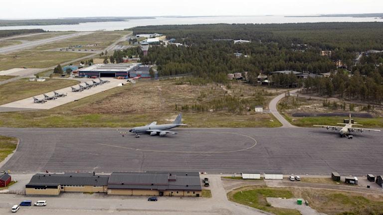 Stridsflygplan på rad då NATO övningen Loyal Arrow på F 21 2009 i Luleå. Foto: Patrik Trädgårdh, Scanpix
