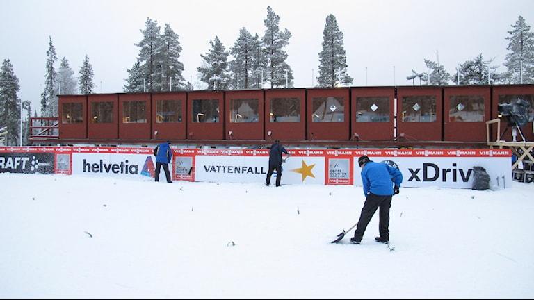 Arkiv: Förberedelser på Hellnerstadion i Gällivare inför världscupen 2012. Foto: Sveriges Radio.