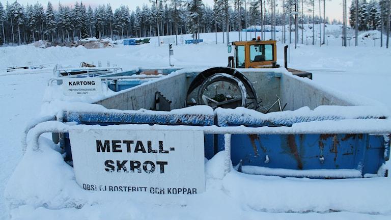 Container för metallskrot, Återvinningscentralen i Älvsbyn. Foto: Eva Elke, Sveriges Radio