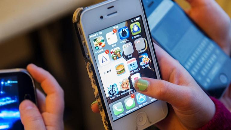 Barn, smartphone, mobiltelefon