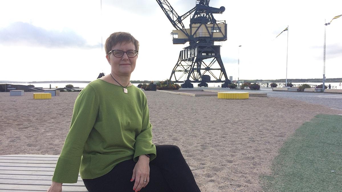 Katarina Kieri i Luleås södra hamn med kranen i bakgrunden.
