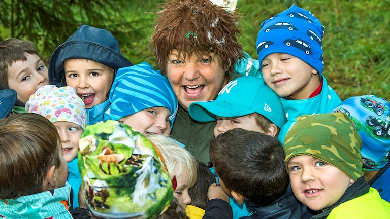 Förskolan I Ur och Skur Vindivil träffar Skogsmulle gestaltad av förskolechefen Cia Bygdén.