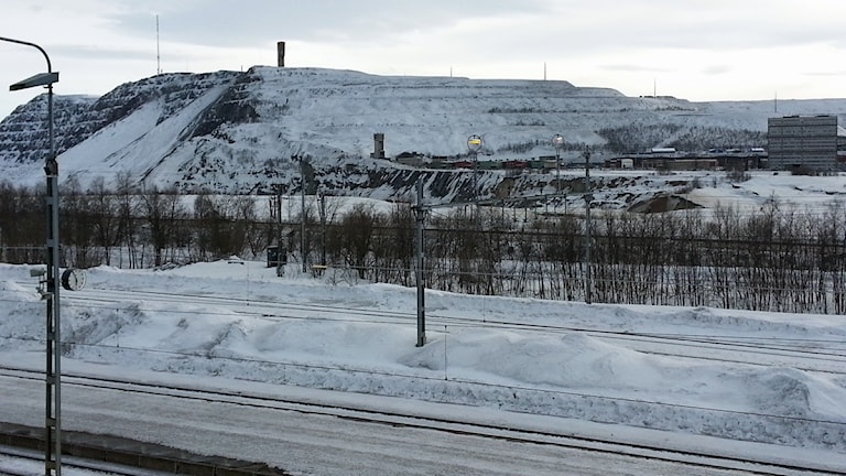 Vy över Kiruna med Kirunagruvan. Foto: Nils Eklund/Sveriges Radio.