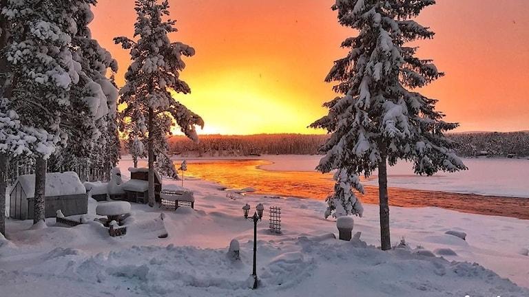 Jonathan Löfgren har fotat en orange soluppgång i Kiruna.