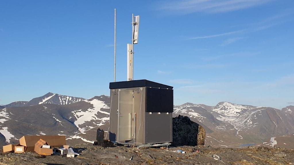 En av projektets digitala hotspots med solpaneler står vid Alesjaur i Kirunafjällen.