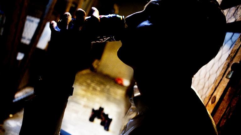 IVO konstaterar att det bland annat brustit i hur man utrett och tagit emot ansökningar med en person som behövde hjälp med sitt alkoholmissbruk.